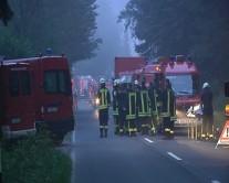 Ein großes Aufgebot an Feuerwehrleuten kämpfte gegen das Großfeuer bei Lobbe an.