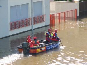 DLRG Hochwasserboot auf Kontrollfahrt