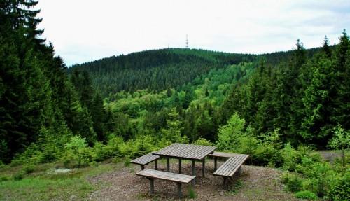 Rastplatz für Wanderer mit Blick auf den Kindelberg