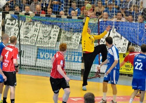 VfL Torwart Ristovski reckt sich vergebens
