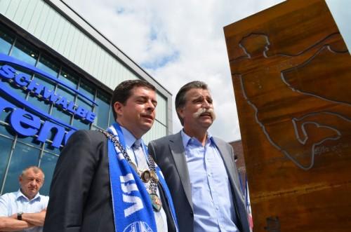 Bürgermeister Helmenstein und heiner Brand vor Schwalbe Arena