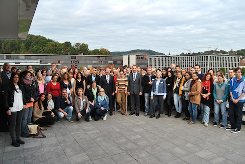 Photo of AGewiS bildet 81 neue Altenpfleger aus