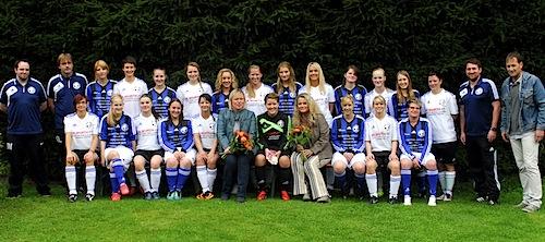 Am 08.09.2013 erfolgte die offizielle Trikotsatzübergab - Foto: FC Wiedenest-Othetal
