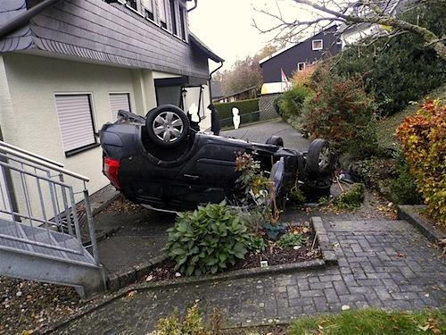 Photo of Angetrunken und ohne Führerschein mit dem Auto abgehoben