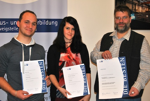 Über ihre Urkunden freuten sich Marcel Fäth, Ann-Katrin Czerwinski sowie Ausbilder Stefan Borner (v.l.) - Fotos: Johanna Behrendt