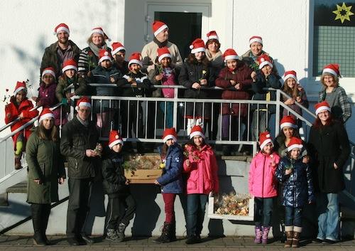 Photo of Kinder backen Weihnachtsplätzchen für die Tafel