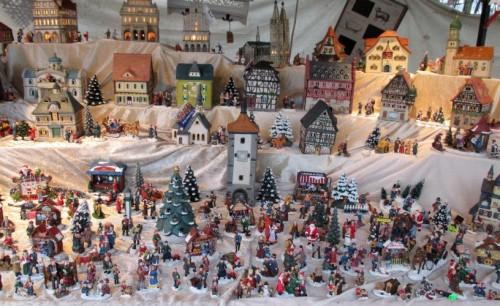 Weihnachtsdorf auf dem Weihnachtsmarkt Wiehl / Text und Bilder : Uwe Schlegelmilch