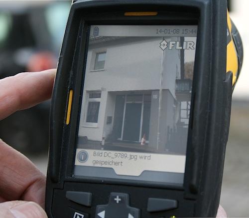 Die digitale Aufnahme des Hauseingangs (Foto: OBK)