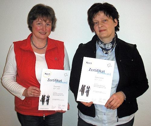 12.03.2014: Die Kreisvolkshochschule bildet Fachkräfte für Büromanagement aus Seite 2 / 2 Die Teilnehmerinnen Andrea Pfeifer und Brigitte Tydecks freuen sich, dass sie den Lehrgang erfolgreich abgeschlossen haben (Foto:OBK)