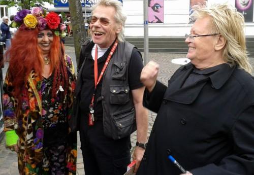 Der Kölner Künstler HA Schult ( Rechts ) und seine Muse Elke Koska ( Links )  / Bilder : Uwe Schlegelmilch