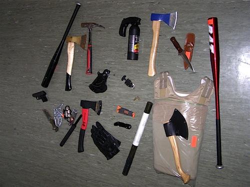 Photo of Partygäste von Motorradclub kontrolliert: Waffen und gefährliche Gegenstände sichergestellt