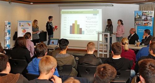 50 Schüler des Thedor-Heuss-Gymnasiums in Radevormwald stellten ihre Untersuchungsergebnisse vor. (Foto: OBK)