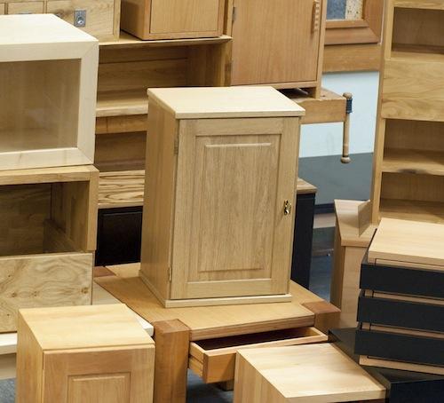 junge tischler pr sentieren mini gesellenst cke im kreishaus. Black Bedroom Furniture Sets. Home Design Ideas