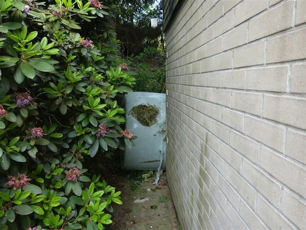 Photo of Heuballen beschädigt Hauswand