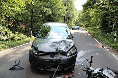 Photo of Motorradfahrer kollidiert frontal mit Gegenverkehr