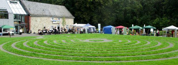 Rund um das neue Rasenlabyrinth wurde das Bergische vorgestellt