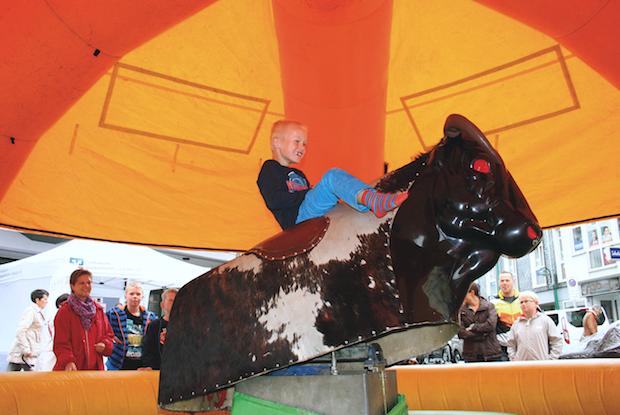 Photo of Bullriding mit dem SIZEliveClub auf dem Oktoberfest in Lindlar