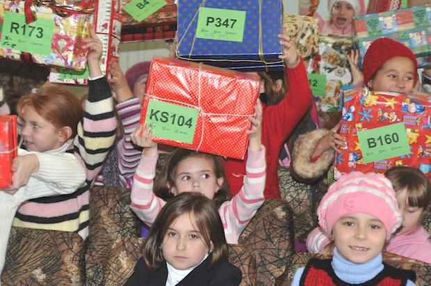Photo of Weihnachtsgeschenke für Kinder in Not in Osteuropa