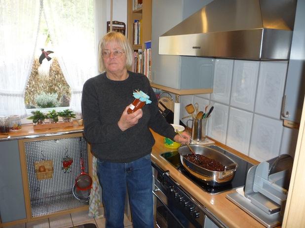 Photo of Marmeladenfachfrau verkauft wieder in der Wiehler Volksbank zu Gunsten des Hospiz