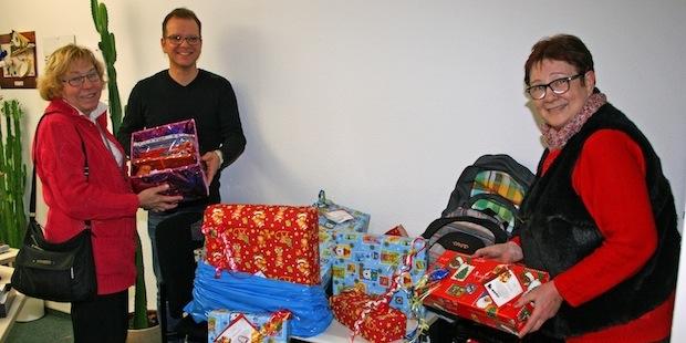 Photo of Weihnachtsgeschenke aus Müllsäcken hervorgezaubert