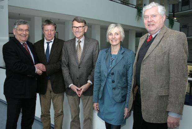 Begrüßung und Abschied (v.l.n.r.): Landrat Hagen Jobi; Otto Allendorff,  Andreas Blank, Anke Koester und Dr. Jorg Nürmberger Foto: OBK