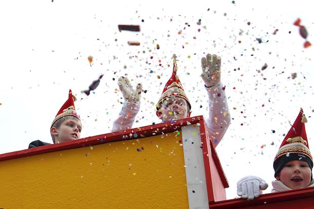 Photo of Die Jecken sind los: Karnevalszüge im Bergischen Land