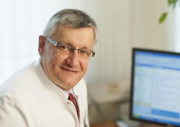 Dr. Markus Ebke, Chefarzt der Neurologie der Dr. Becker Rhein-Sieg-Klinik, freut sich über die guten Ergebnisse der therapeutischen Leistungen seiner Abteilung (Foto: Dr. Becker Klinikgesellschaft mbH & Co. KG).