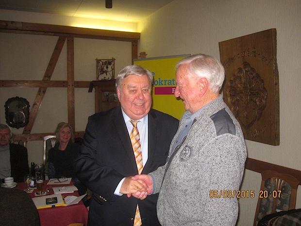 Photo of Gus Anton für 40-jährige Mitgliedschaft geehrt