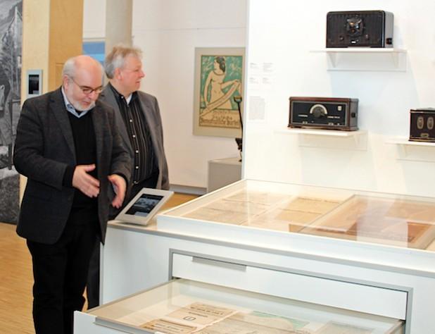 Gerhard Pomykaj und Peter Ruland in der Austellung Weimar  (Foto: OBK).