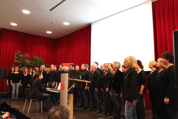 """Foto: Musikalisches Rahmenprogramm lieferte das """"Voices Project"""" unter der Leitung von Ralf Zimmermann."""