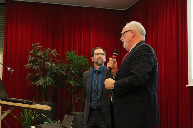 Dr. Holger Saß (links) im Interview mit Sparkassendirektor Frank Grebe.