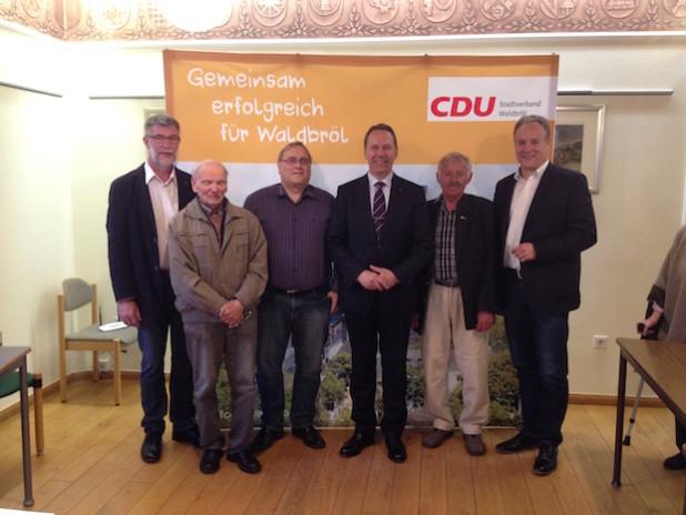 V.l.n.r.: Jürgen Köppe, Wilhelm Ehrenstein, Helmut Rafalski, Kreisdirektor Jochen Hagt, Siegfried Hombach und Bürgermeister Peter Koester (Foto: CDU-Fraktion der Stadt Waldbröl)