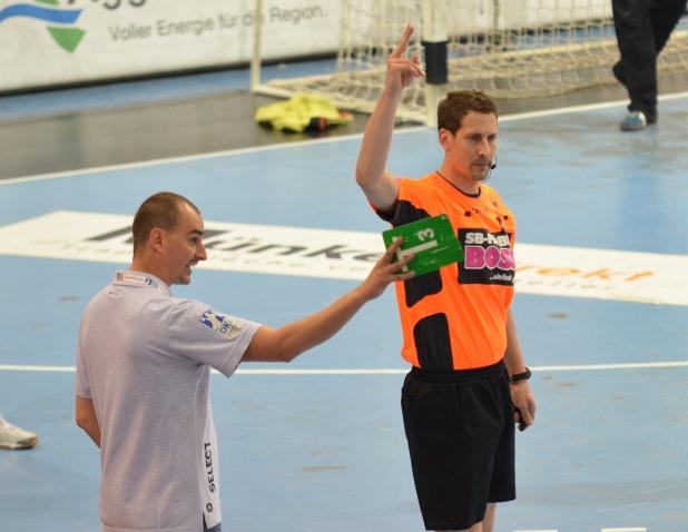 VfL Trainer Kurtagic musste seine Lautstarken Bemerkungen in Richtung Schiedsrichter mit einer Zweiminuten Strafe bezahlen