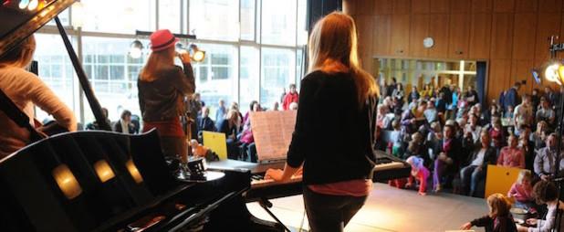 Buntes Bühnenprogramm beim Tag der offenen Tür (Quelle: Musikschule Wipperfürth)