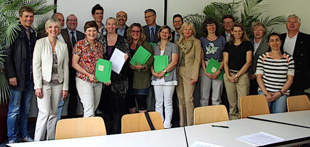 Die Unterzeichnenden des Kreises, der Berufskollegs und der weiterführenden Schulen sind starke Kooperationspartner (Foto: OBK).