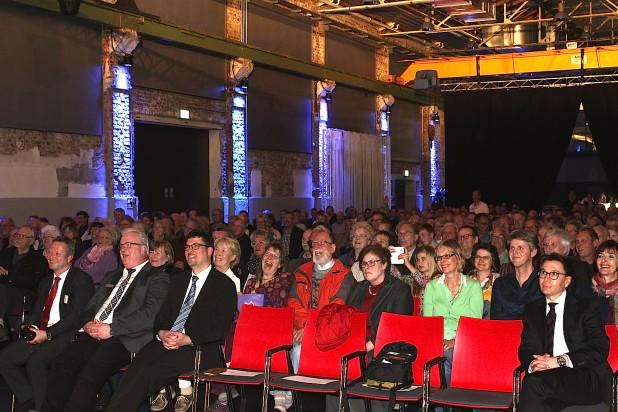 Die Halle32 in Gummersbach war mit zirka 400 interessierten Besuchern gefüllt.