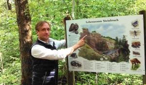 """""""Lebensraum Steinbruch"""" – neue Informationstafel"""