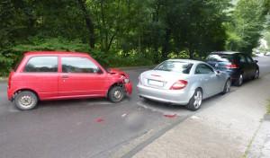 Gummersbach: In zwei parkende Pkw gefahren