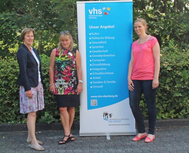 Die VHS-Leiterin Renée Scheer (v.l.) begrüßte die neuen Abteilungsleiterinnen Karin Schmidt und Alexandra Przibilla (Foto: OBK).