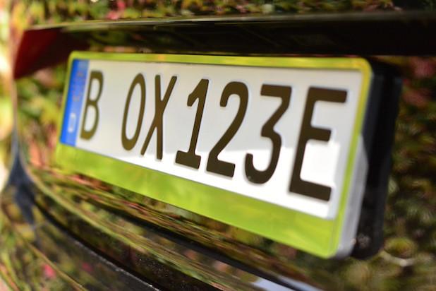 So sieht das neue E-Kennzeichen für Elektrofahrzeuge aus - Foto: netTraders GmbH.