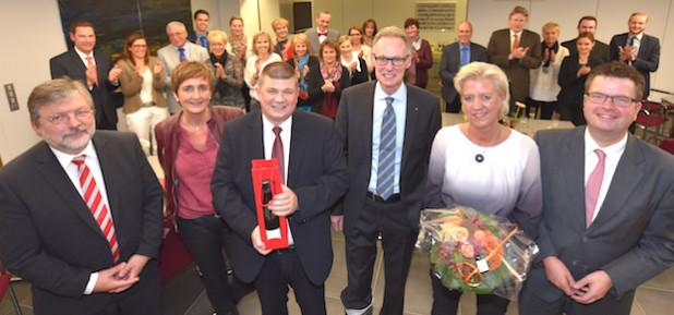 Von links: Rainer Förster und Heide Brettschneider vom Personalrat, Martin Wilhelm, Vorstandsvorsitzender Hartmut Schmidt, Sabine Joest und Vorstandsmitglied Thomas Roß - Foto: Wolfgang Abegg.