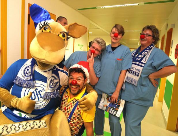 Der VfL Gummersbach und die Kinderklinik in Gummersbach freuen sich auch in diesem Jahr wieder über Spielzeugspenden für kranke Kinder (Foto: Klinikum Oberberg GmbH).