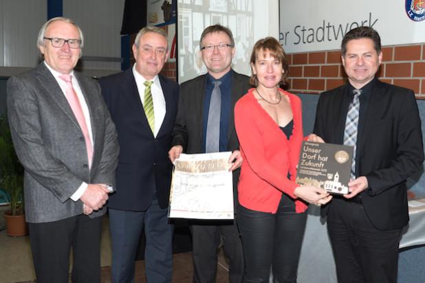 Von links: Wilfried Bast, Horst Becker, Klaus Schaffranek, Andrea Schaffranek und Ulrich Stücker - Foto: Heimat- und Verschönerungsverein Marienhagen/Pergenroth e.V.
