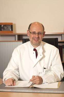 Prof. Dr. Franz Blaes lädt zum MS-Tag ins Kreiskrankenhaus Gummersbach ein (Foto: Klinikum Oberberg GmbH).
