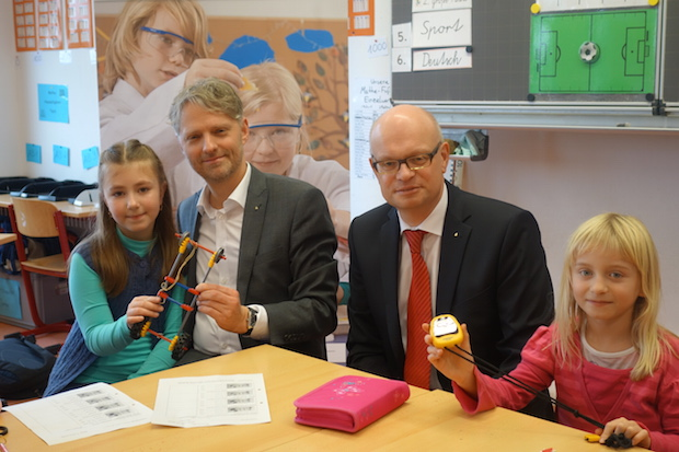 Photo of Bildungs-Stiftung der Kreissparkasse Köln unterstützt Grundschule Lindlar-Ost