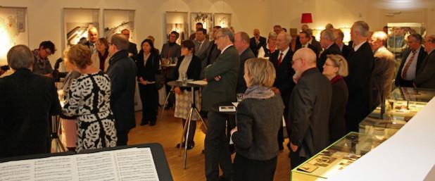 Die Feierstunde zum 40-jährigen Bestehen des Oberbergischen Kreises fand im Rahmen der Sonderausstellung im White Cube auf Schloss Homburg statt (Foto: OBK).