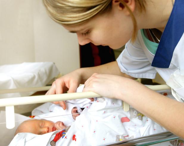 Was tun, wenn Neugeborene plötzlich nicht mehr atmen? In der Kinderklinik des Kreiskrankenhauses Gummersbach gibt es Antworten (Foto: Klinikum Oberberg).