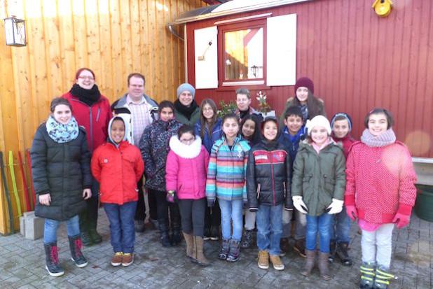 Die Spendenübergabe der Familie Thurau an den Förderkreis für Kinder, Kunst & Kultur - Foto: Förderkreis für Kinder, Kunst & Kultur in Bergneustadt e.V.