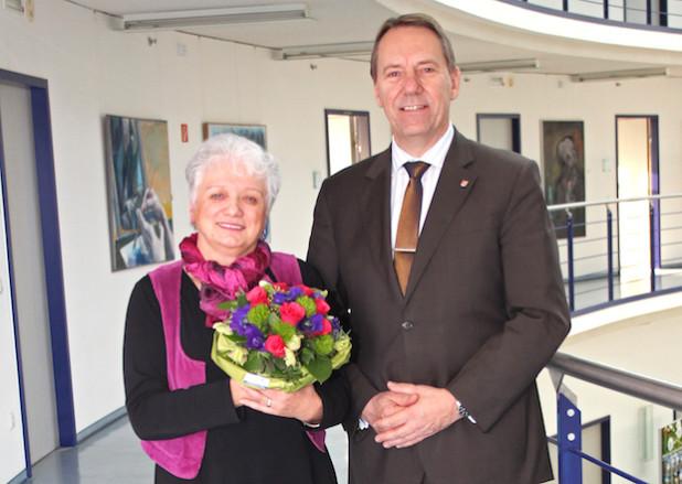Ingrid Großhans und Landrat Jochen Hagt (Foto: OBK).