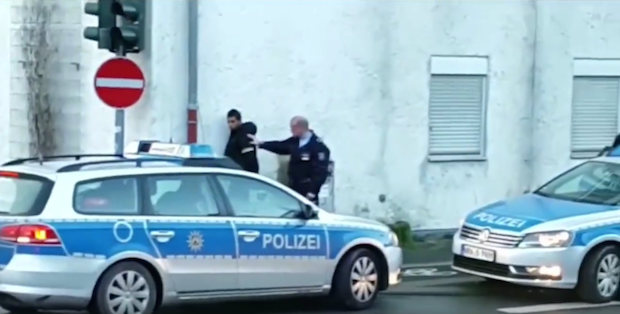 Photo of Engelskirchen: Festnahme eines Asylanten nach räuberischem Diebstahl